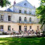 Op reis in frankrijk chateau la commandiere entree